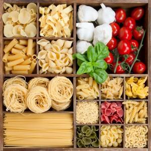 Verschiedene Pasta in Holzbox