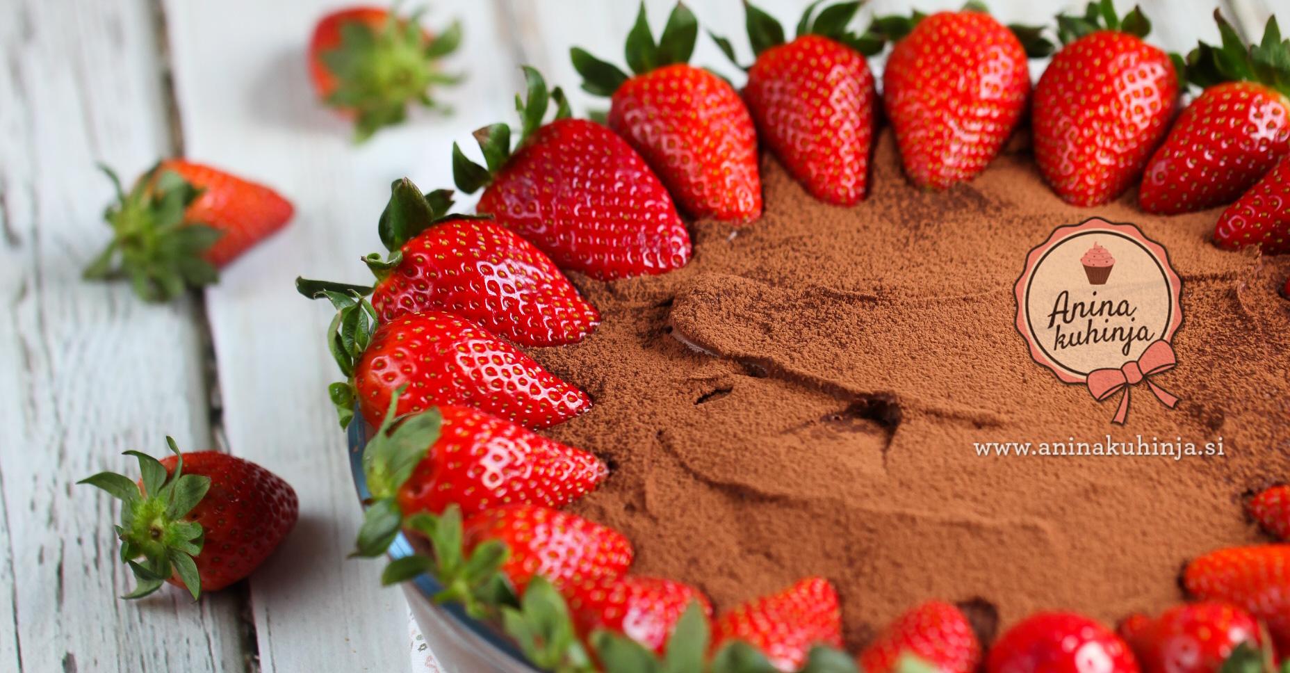čokoladna kremna torta z jagodami