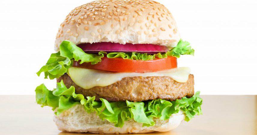 Hamburger s kaprami, porom in jajčevcem