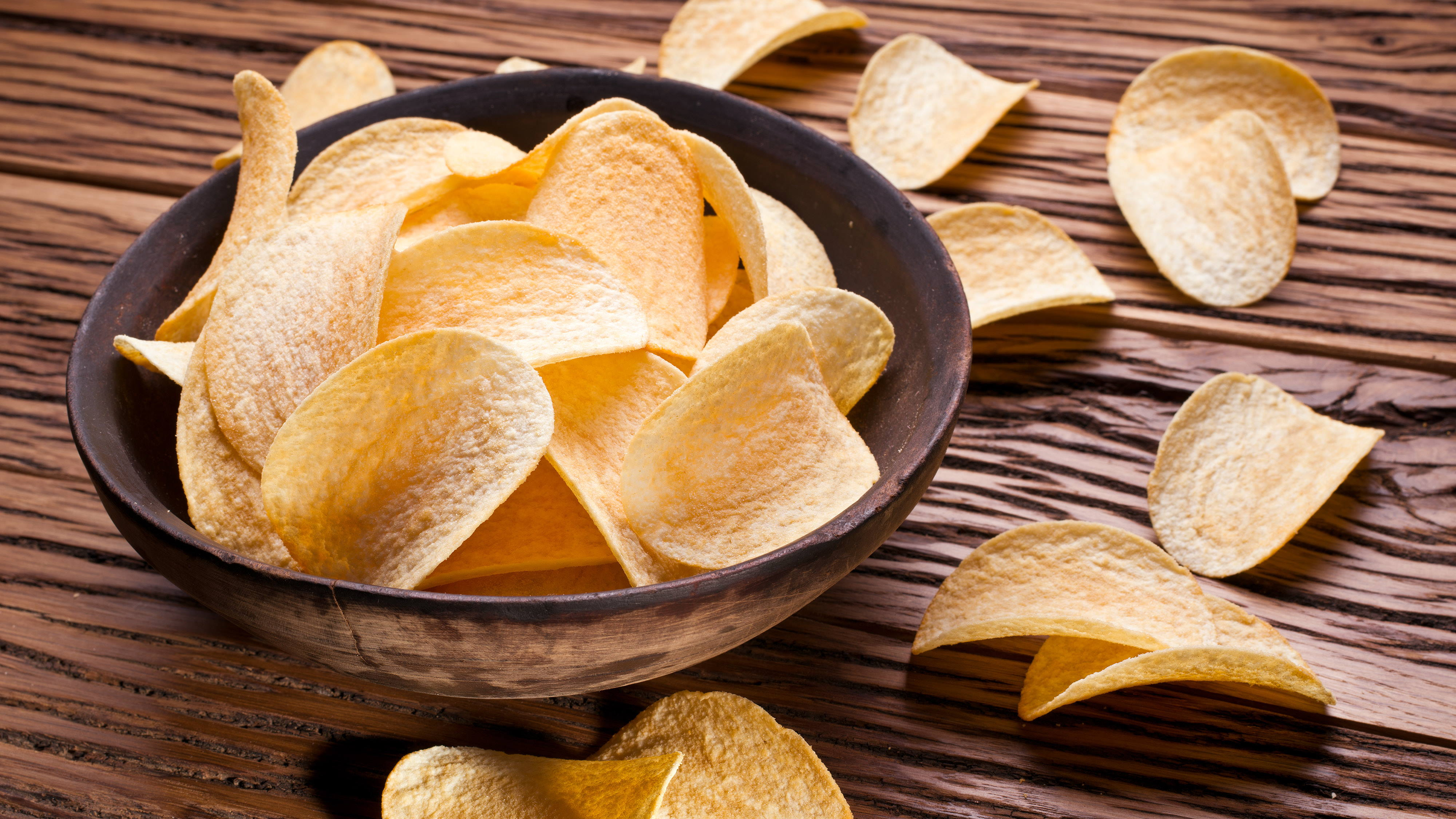 Brezglutenski krompirjev čips – Curvies Paprika