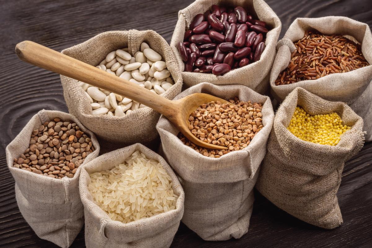 Slika prikazuje živila, ki jih brezglutenska dieta dovoljuje