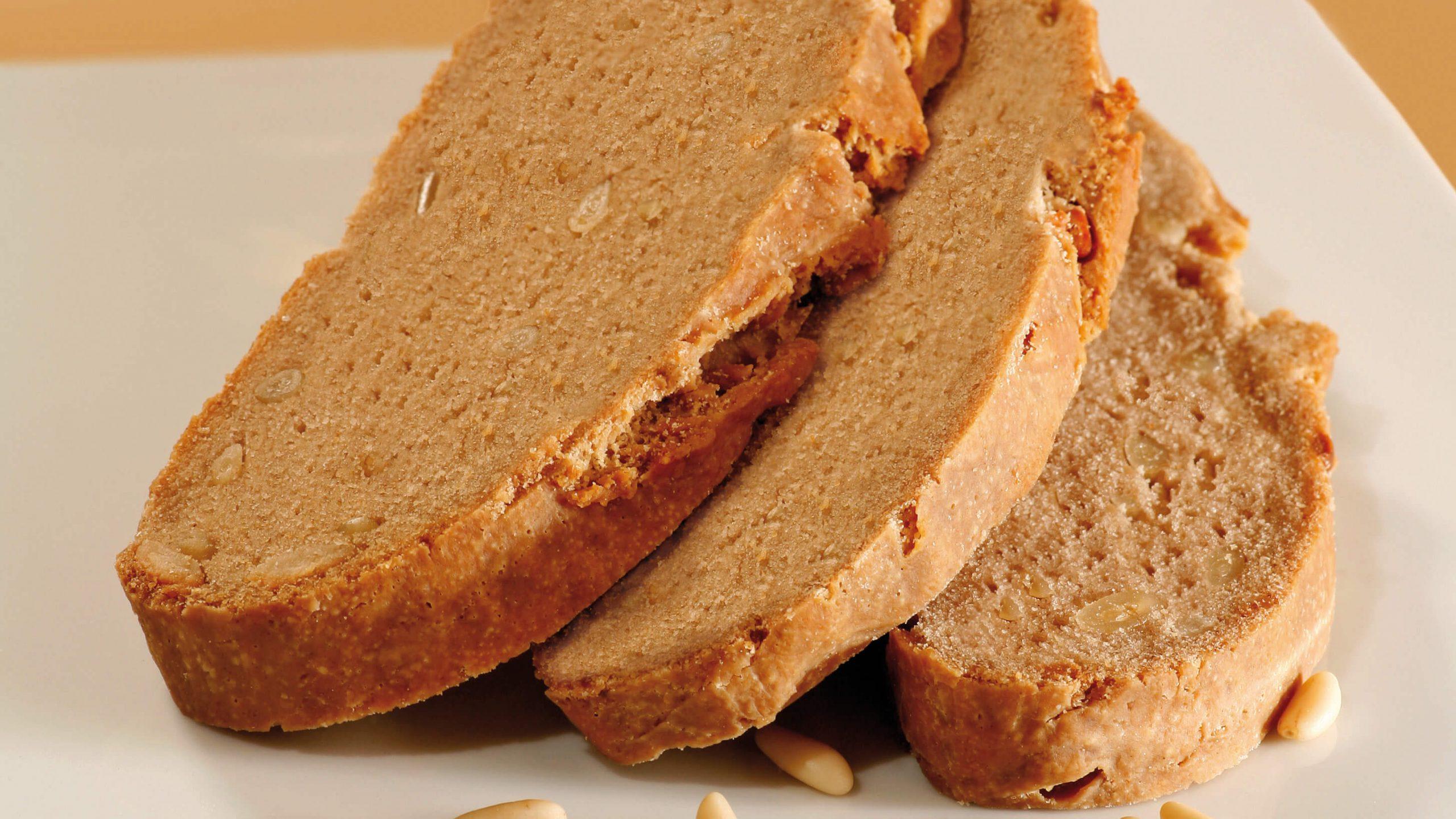 Brezglutenski kostanjev kruh s pinjolami
